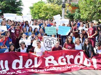 Villarrica: Estudiantes anuncian tomas ante falta de docentes
