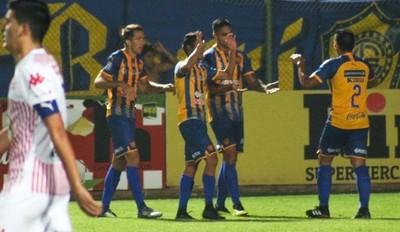 Sportivo Luqueño golea y hunde a San Lorenzo