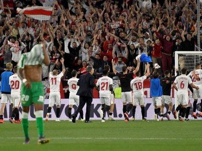 El Sevilla se acerca a 'Champions' por su pegada y deja tocado al Betis