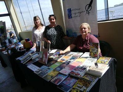 Escritoras Paraguayas Asociadas exponen obras en la Costanera