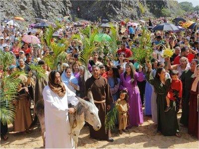 Miles de católicos celebran Domingo de Ramos con la bendición de palmas