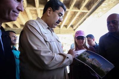 Presidente de Venezuela ordena a milicias producir alimentos y elevar número de miembros