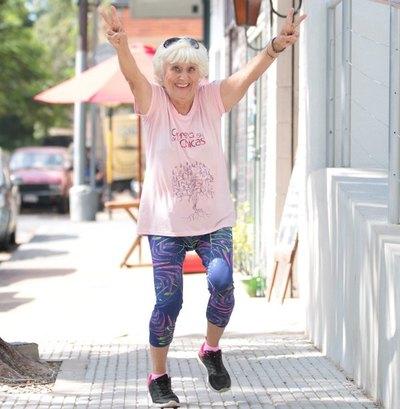 Una abuela que anda a ¡las corridas!