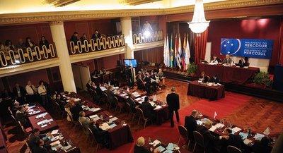 Presidentes del Mercosur deciden suspender elecciones para el Parlasur