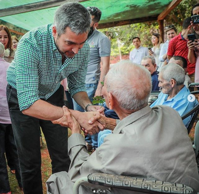 Presidente visitó hogar de ancianos y taller de Tañarandy, en recorrido por Misiones