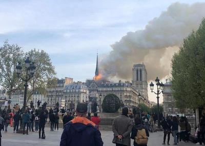 La Catedral Notre Dame de París sufre un importante incendio