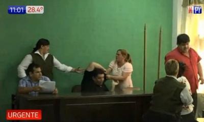 Incidentes y heridos frente a la Municipalidad de J. Augusto Saldívar – Prensa 5