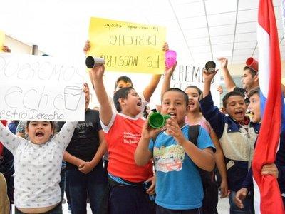 Guairá: Docentes exigen vaso de leche para niños
