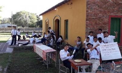 MEC no da respuesta a estudiantes de Pinasco, quienes cumplen 8 días de protesta – Prensa 5