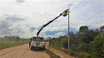 Avanzan obras de electrificación en Teniente Martínez