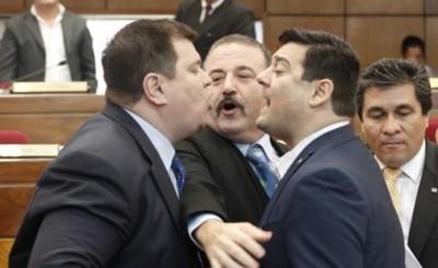 Sin Payo, senadores se tratan de ladrones en plena sesión