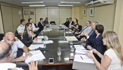 Comisión nacional coordina habilitación de paso fronterizo sobre represa de Yacyreta