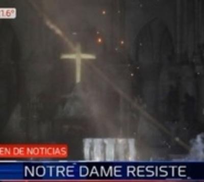 Presidente promete reconstruir catedral de Notre Dame en solo 5 años