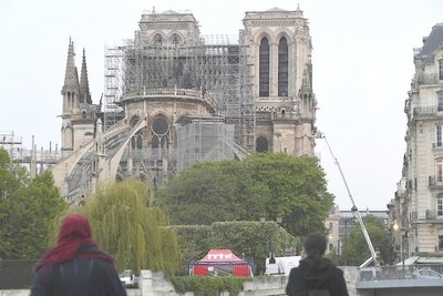 Pa'i bombero salvó reliquias de Notre Dame