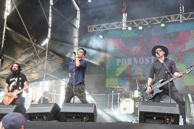 Festival de rock en la Manzana