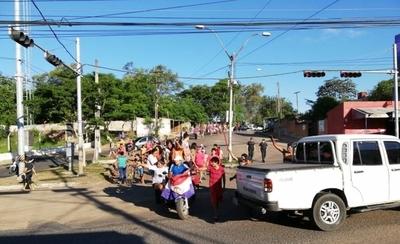 Damnificados reclaman energía eléctrica en refugio y protestan con cierre de Artigas