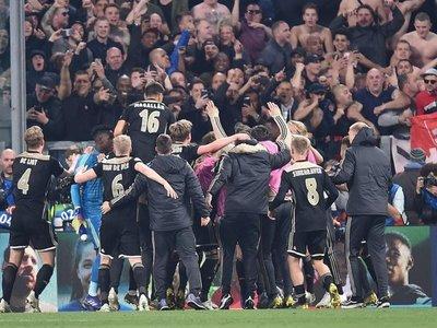 El doble homenaje del Ajax a la leyenda de Johan Cruyff