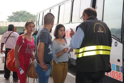 Dinatran multa a empresas de transporte por cobro indebido de pasajes
