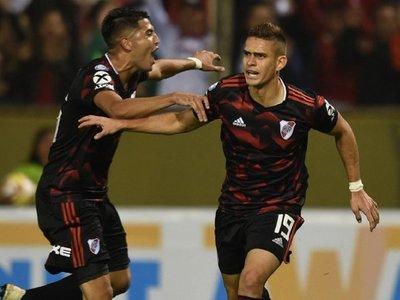 Borré acaba sequía goleadora en el partido 250 de Gallardo en banco