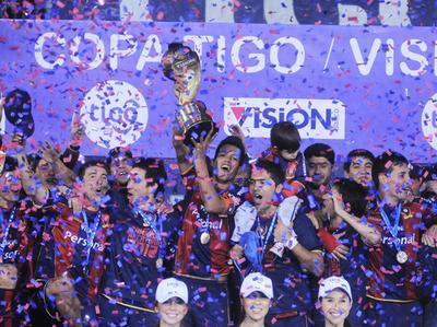 Cerro Porteño se consagra ante Olimpia en el 2012