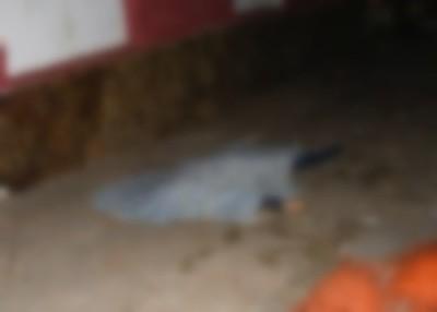 Hombre es asesinado de varias puñaladas por sus vecinos