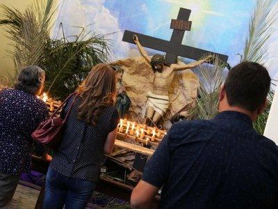 Asunción: Miles de devotos realizan el popular recorrido de las siete iglesias