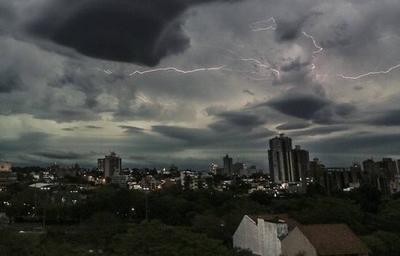 Pronostican llegada de lluvias y tormentas eléctricas para mañana