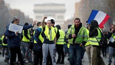 Protesta de 'chalecos amarillos' en París causa sus primeros disturbios
