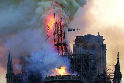 Arde París, arde Nuestra Dama