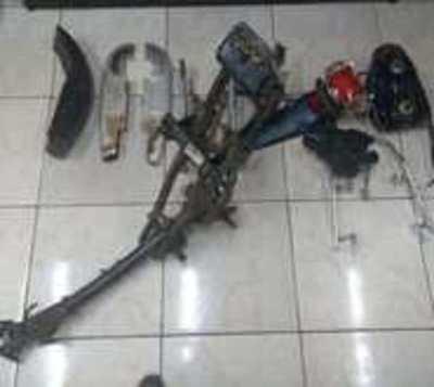 Detienen a sujeto que pretendió vender partes de moto al propio dueño