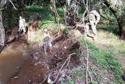 La cuenca del arroyo Potîy está convertida en vertedero de basuras