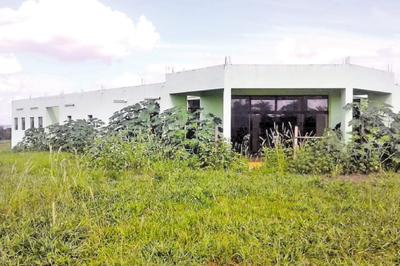 Hospital Distrital de Itakyry está abandonado hace más de dos años