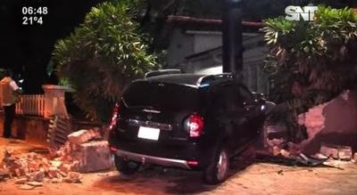 Camioneta se incrusta en vivienda de Asunción