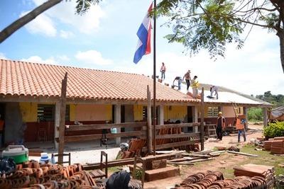 Decenas de escuelas con obras atrasadas detecta en su recorrido intendente interina