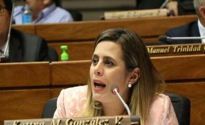 Kattya recolecta pruebas contra Garay Zuccolillo