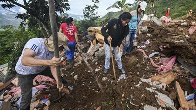 Suben a 20 los muertos por derrumbe en Colombia