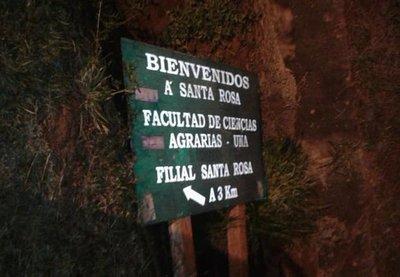 Santa Rosa: Denuncian que inadaptados destruyeron cartel de la Facultad de Ciencias Agrarias