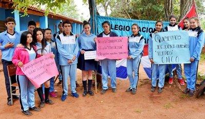 Estudiantes exigen recuperar rubros