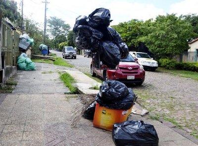 Basura acumulada en barrios de San Antonio