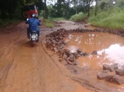 Empresa ligada a los Zacarías dejó sin asfalto a vecinos del Km 12 Monday