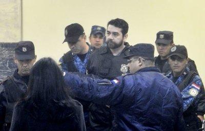 Postergan juicio a Oviedo B.