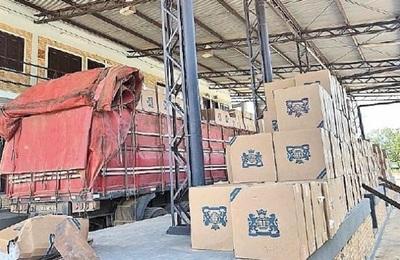 Fiscal devuelve carga de cigarrillos retenidos con despachos falsos