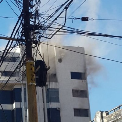 Controlan principio de incendio en edificio