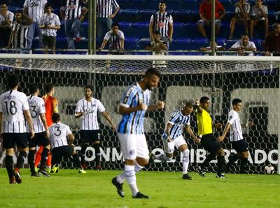 Libertad cayó en casa 0-2 ante Gremio