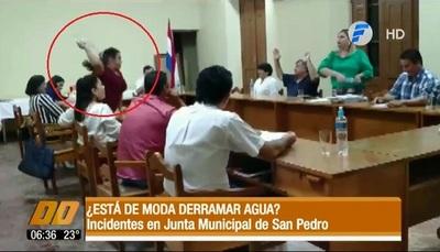 Pelea a lo Payo en Junta Municipal sampedrana