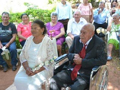 Tras 55 años de noviazgo, se casaron