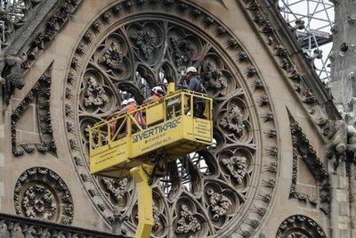 Policía halló colillas en andamios donde surgió fuego de Notre Dame