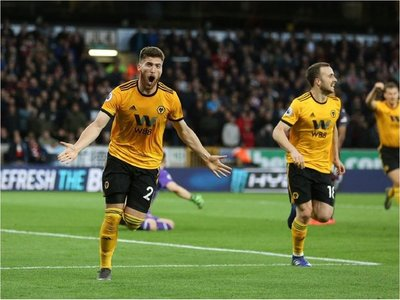 Wolves vence al Arsenal y aprieta la lucha por Champions