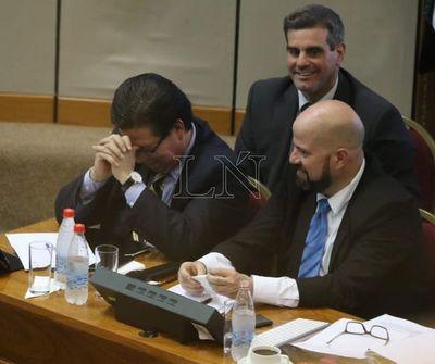 Contralor Enrique García renuncia ante inminente destitución