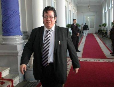 Diputados aceptarán renuncia de Enrique García